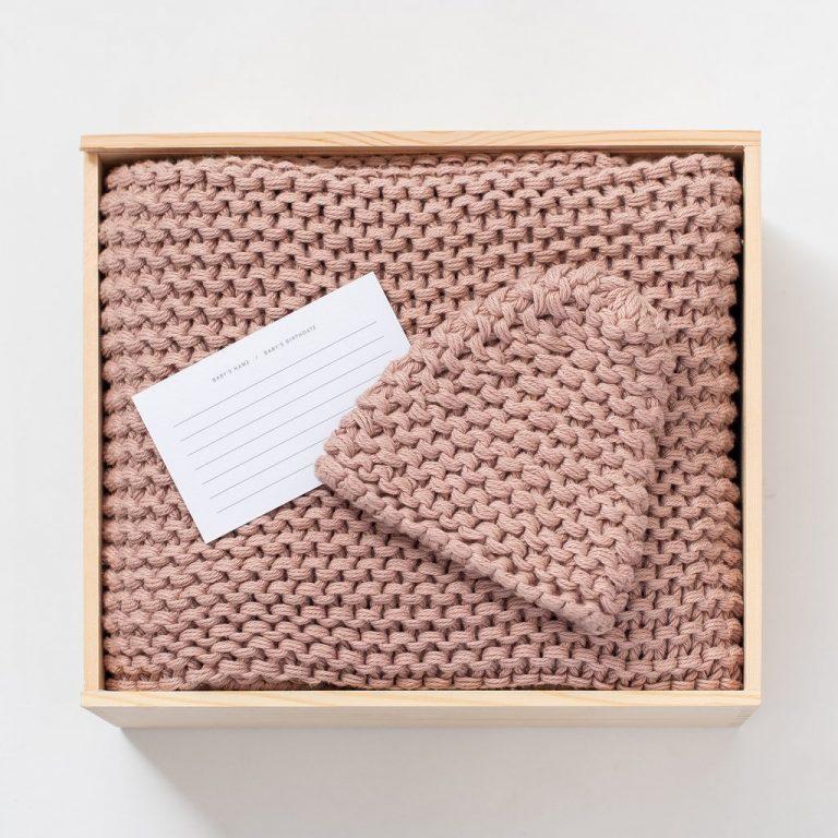Zestt Organics Comfy Knit Baby Gift Set Hat & Blanket Blush