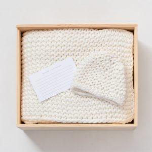 Zestt Organics Comfy Knit Baby Gift Set Hat & Blanket White